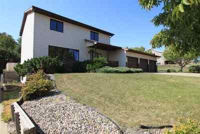 minot Single Family Home For Sale: 1301 NE 6th St