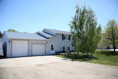 Minot ND Single Family Home For Sale: $325,000