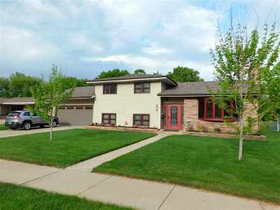 Single Family Home For Sale: 406 NW 11th NW