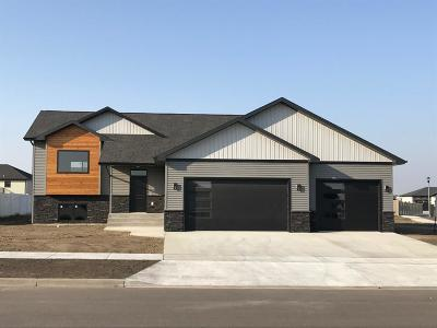 Minot Single Family Home For Sale: 4 SE Scramble SE