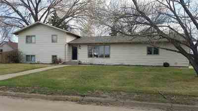 Minot ND Single Family Home For Sale: $262,900