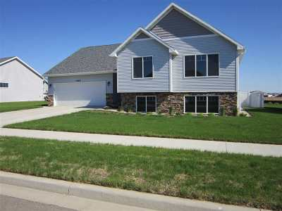 Minot Single Family Home For Sale: 1545 Valley Bluffs Drive SE