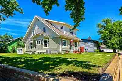 Single Family Home For Sale: 101 University E