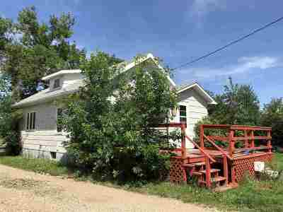 Bottineau County, Burke County, Divide County, McHenry County, McLean County, Mountrail County, Pierce County, Ramsey County, Renville County, Rolette County, Ward County, Wells County, Williams County Single Family Home For Sale: 411 2nd St SW