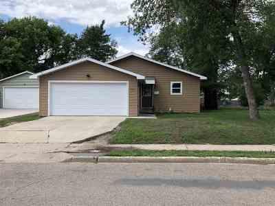 minot Single Family Home For Sale: 500 19th St SE