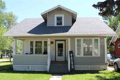 minot Single Family Home For Sale: 118 NE 6th Ave