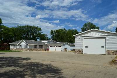 minot Single Family Home Contingent - Hi: 901 SE 37th St