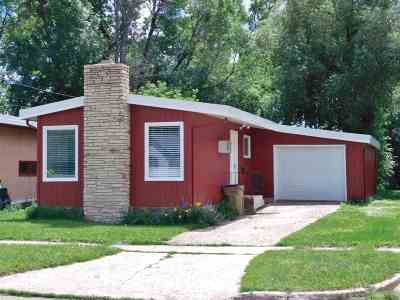 minot Single Family Home For Sale: 708 6th Ave NE