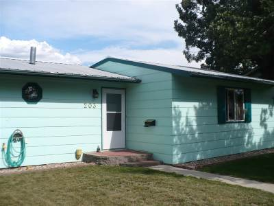 minot Single Family Home For Sale: 203 18th St SE