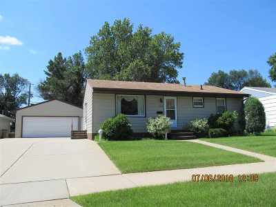 minot Single Family Home For Sale: 1213 NW Sunset Blvd