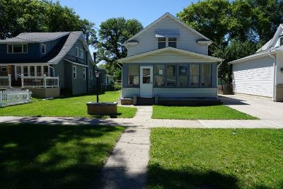 minot Single Family Home For Sale: 621 2nd St NE