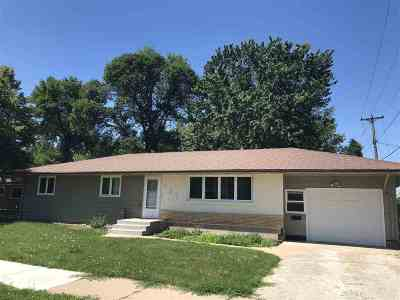 Minot Single Family Home For Sale: 401 11th St NW