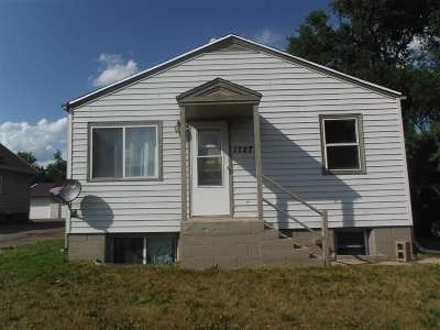 Minot Single Family Home For Sale: 1727 E Burdick Expressway