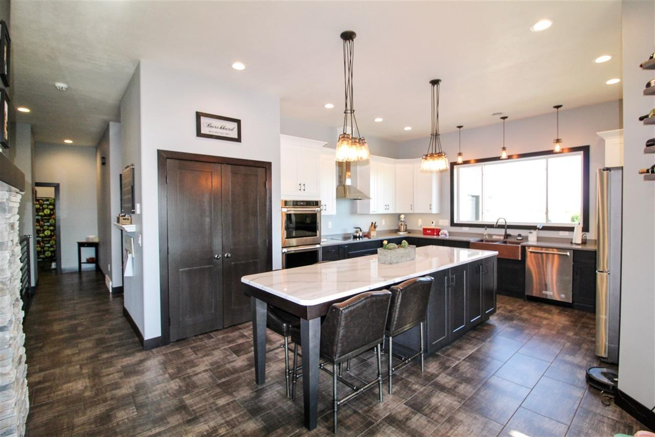 Brilliant 5 Bed 3 Baths Home In Minot For 629 000 Dailytribune Chair Design For Home Dailytribuneorg