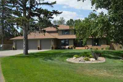 minot Single Family Home Contingent - Hi: 14 Oak Drive