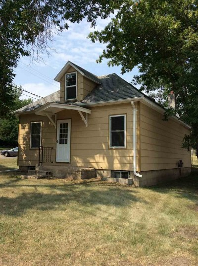 minot Single Family Home For Sale: 712 SE Hiawatha St