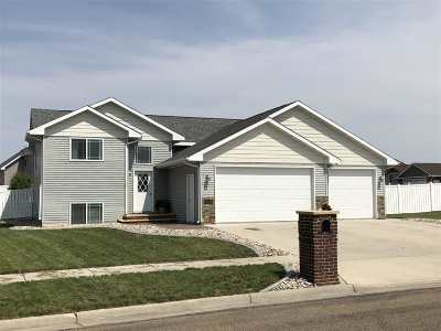 Minot Single Family Home For Sale: 2800 Grey Eagle Pass