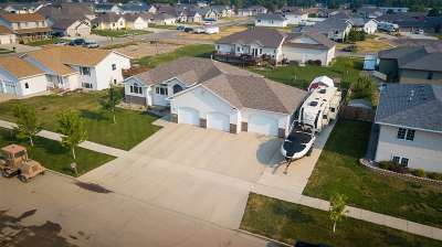 minot Single Family Home Contingent - Hi: 2320 SW 7th Ave.