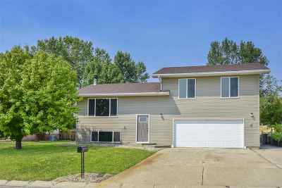 Minot Single Family Home For Sale: 2300 Crescent Dr NW
