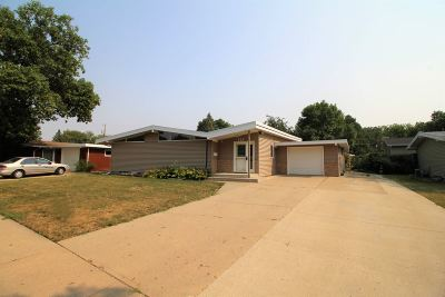 Minot Single Family Home For Sale: 121 26th St. SW