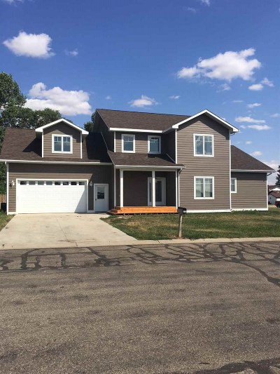 Bottineau County, Burke County, Divide County, McHenry County, McLean County, Mountrail County, Pierce County, Ramsey County, Renville County, Rolette County, Ward County, Wells County, Williams County Single Family Home For Sale: 912 2nd Ave NW