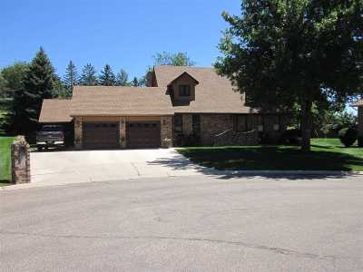 Minot ND Single Family Home For Sale: $447,900