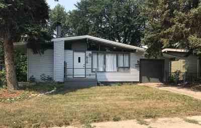 Minot ND Single Family Home For Sale: $159,900