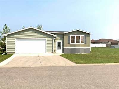 Bottineau County, Burke County, Divide County, McHenry County, McLean County, Mountrail County, Pierce County, Ramsey County, Renville County, Rolette County, Ward County, Wells County, Williams County Mobile Home For Sale: 800 31st Ave - Lot#907 SE
