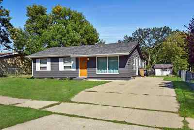 Minot Single Family Home For Sale: 1930 9th St NW