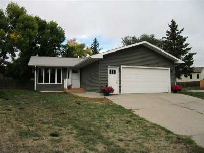 Minot Single Family Home For Sale: 418 SW 23