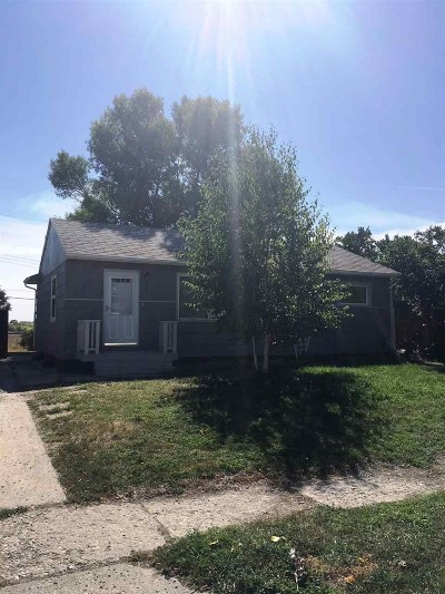 Single Family Home Contingent - Hi: 325 Dean Ave N