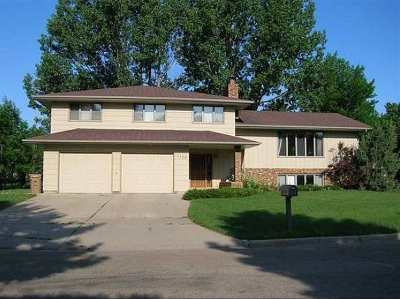 Minot ND Single Family Home For Sale: $329,900