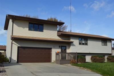 Minot ND Single Family Home For Sale: $274,900