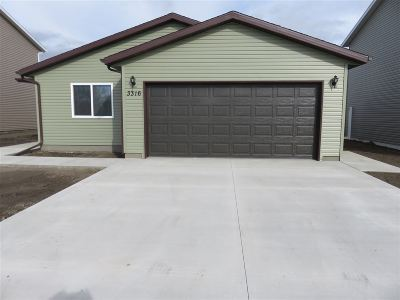 Minot Single Family Home For Sale: 3316 20th Ave NW