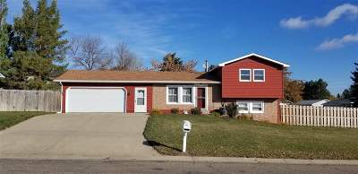 Minot Single Family Home For Sale: 900 25th Ave NW