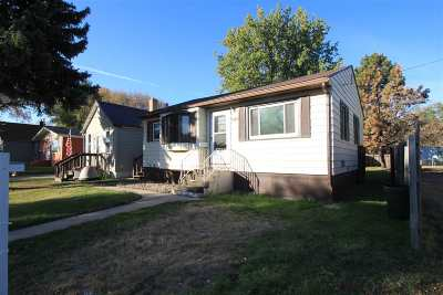 Minot Single Family Home For Sale: 529 12th St NE