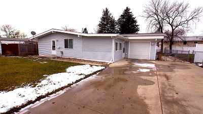 Minot Single Family Home For Sale: 104 24th St.