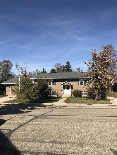 Bottineau County, Burke County, Divide County, McHenry County, McLean County, Mountrail County, Pierce County, Ramsey County, Renville County, Rolette County, Ward County, Wells County, Williams County Single Family Home Contingent - Hi: 209 7th Avenue SE
