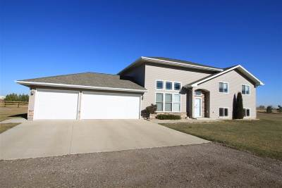 Burlington Single Family Home Contingent - Hi: 1900 107th St NW