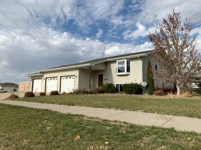 Minot ND Single Family Home Contingent - Hi: $237,000
