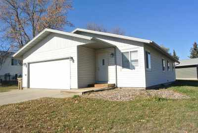 Minot ND Rental For Rent: $1,295