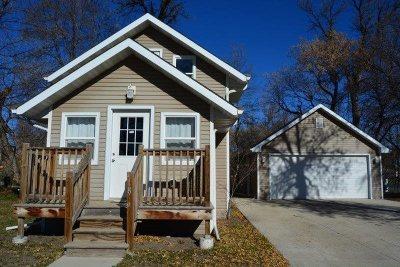 Minot Single Family Home For Sale: 1809 Burdick Expressway E