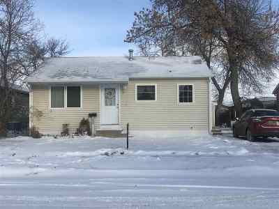 Minot Single Family Home For Sale: 1520 Wildwood Ave