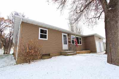 Minot Single Family Home For Sale: 808 Central Ave W