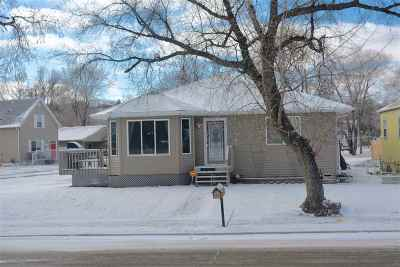 Single Family Home For Sale: 432 15th Street SE