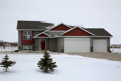Minot ND Single Family Home For Sale: $369,900