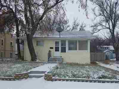 minot Single Family Home For Sale: 920 Valley St. SE