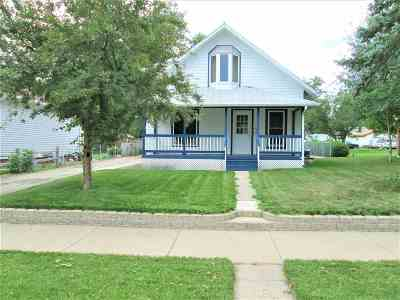 minot Single Family Home For Sale: 709 10th Street NW