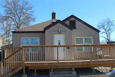 minot Single Family Home For Sale: 704 4th St
