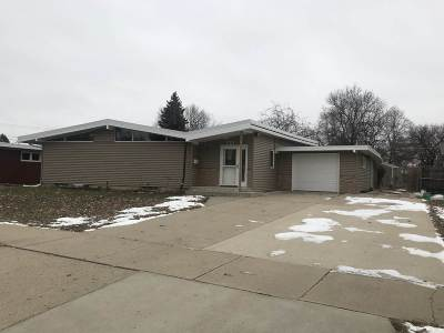 Minot Single Family Home For Sale: 121 26th St SW